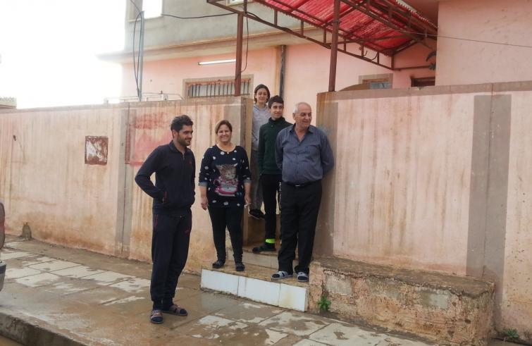 Famiglia cristiana rientrata nella Piana di Ninive (Foto Sir/Rocchi)