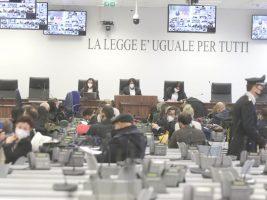 """'Ndrangheta, a Lamezia Terme il maxi-processo. Don Carlino: """"La Calabria aspetta di essere liberata"""""""