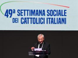 """Settimana sociale. Mons. Santoro: """"La Chiesa ha bisogno di rinnovarsi dando ascolto a tutti"""""""
